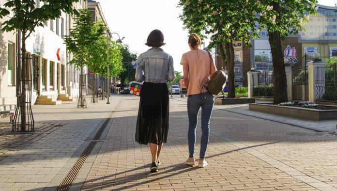 Jak wyglądać stylowo na wiosennym spacerze
