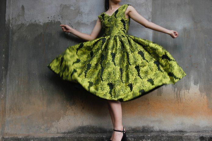 Czym się kierować, wybierając sukienkę na specjalne okazje?